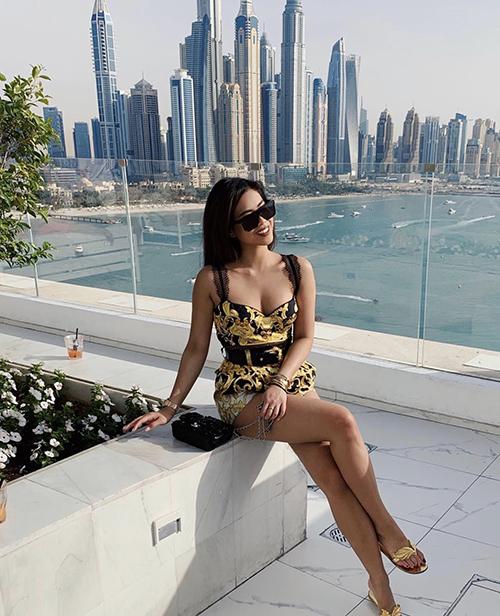 Tiên Nguyễn mê trang phụchoạ tiết - 22