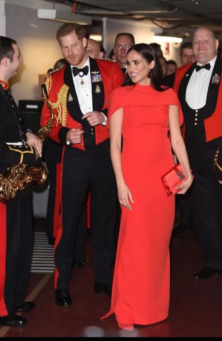 Nhà Sussex mặc ton sur ton tại Lễ hội âm nhạc Mountbatten - sự kiện được tổ chức bởi Hiệp hội Thuỷ quân hoàng gia hôm 7/3. Ảnh: AFP.