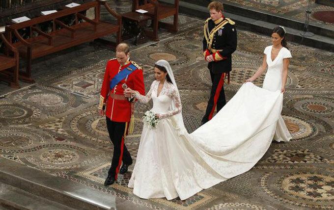 Kate và William được em gái Kate, Pippa Middleton và em trai William, Hoàng tử Harry, hộ tống trong ngày cưới năm 2011. Ảnh: PA.