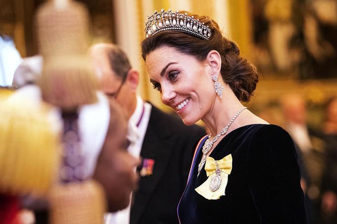 dự lễ tân ngoại giao cùng Nữ hoàng tối 11/12.