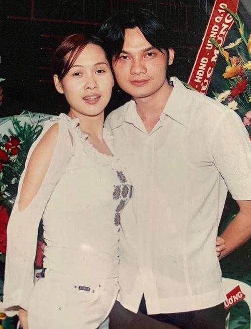 Gái nhảy hội ngộ nghệ sĩ cải lương Kim Tiểu Long trong một show diễn tại TP HCM. Khi đó cả còn rất trẻ. HIện tại họ đều ở tuổi trung niên.