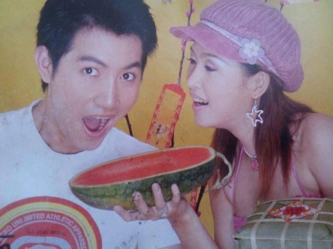 Nữ diễn viên nhí nhảnh bên ca sĩ Nguyễn Phi Hùng trong một số báo Xuân, gần 20 năm trước.