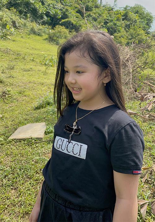 Bé Na là con gái thứ hai của Jennifer Phạm và cũng là trái ngọt đầu tiên trong cuộc hôn nhân của hoa hậu với doanh nhân Đức Hải. Cô bé rất năng động, lém lỉnh và ngày càng ra dáng chị lớn trong gia đình.