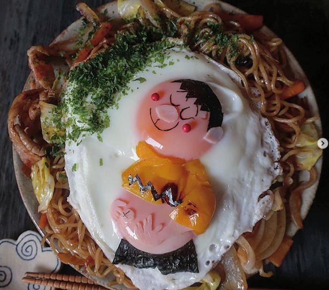 Phần lòng trắng trứng thường được dùng làm phần gương mặt hoăc cả cơ thể cho các nhân vật. Tóc và đường nét trên gương mặt được tạo từ rong biển nori.