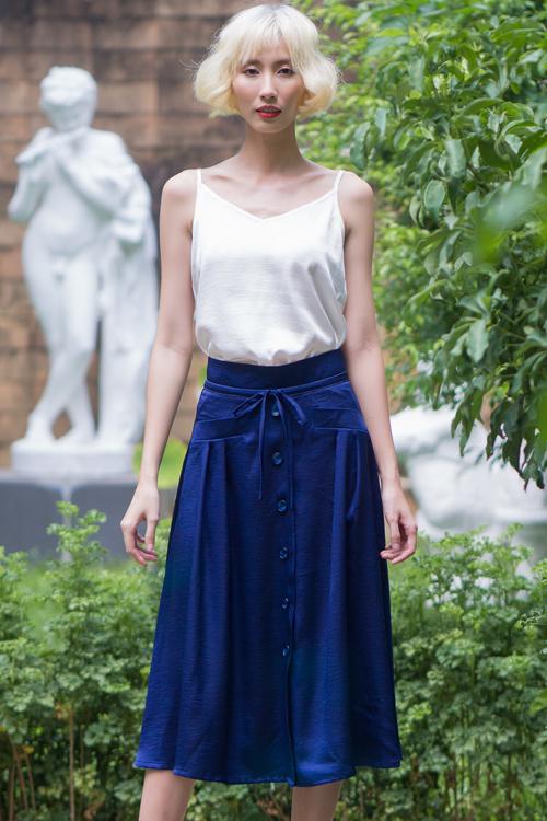 Bộ ảnh được thực hiện với sự hỗ trợ của nhiếp ảnh Hùng Đại-Thanh Giàu, trang điểm Nguyễn Nam, người mẫu Hằng Nguyễn.
