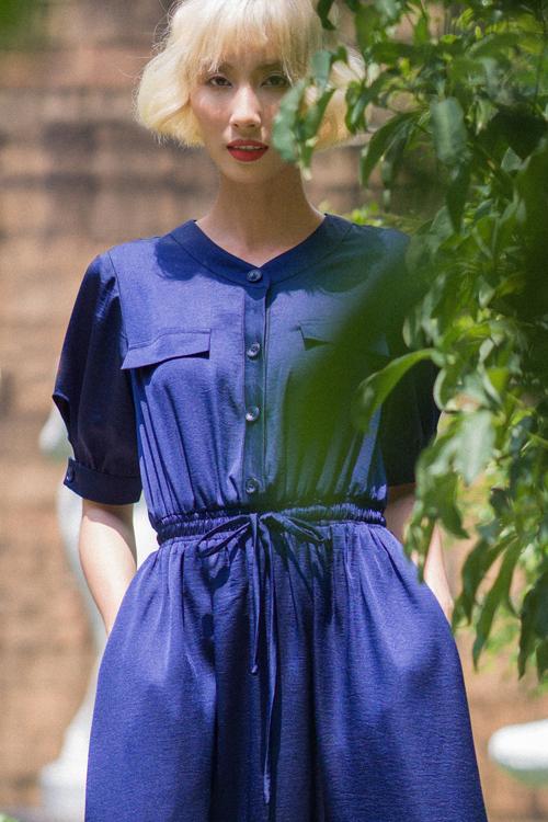 Váy nhún eo, thắt eo được khai thác triệt để nhằm mang tới nhiều mẫu trang phục khiến phái đẹp trở nên cuốn hút hơn khi đi làm.