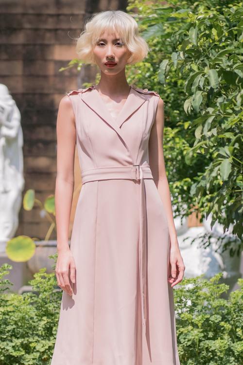 Bên cạnh sắc xanh chủ đạo, Nguyễn Hà Nhật Huy giới thiệu thêm trang phục hồng pasel, trắng kem mang lại sự mát dịu trong ngày hè.