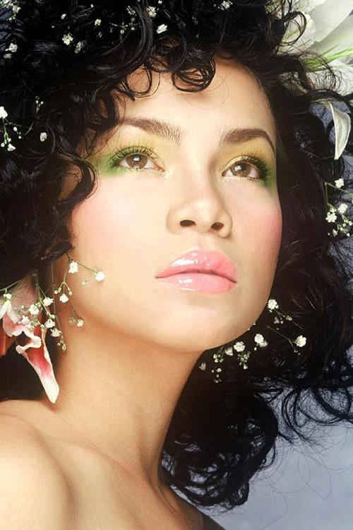 Hồ Ngọc Hà trong một lần làm mẫu chụp ảnh thời trang cưới năm 2003. Khi đó được nhiều tạp chí thời trang săn đón mời làm gương mặt bìa. Nhiếp ảnh gia Phạm Hoài Nam tiết lộ, tấm ảnh này được chụp vào lúc 1h sáng ở studio của nhà thiết kế Công Trí.