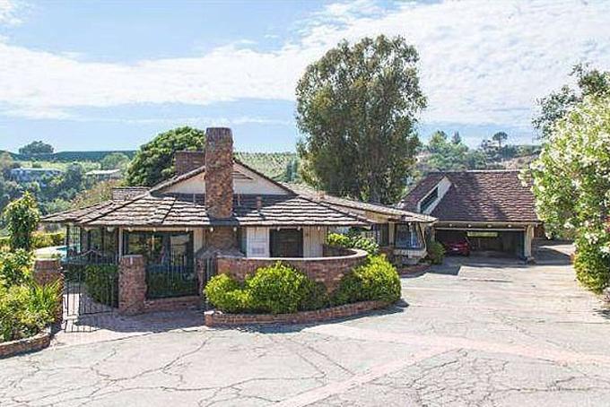 Biệt thự rộng 2.800 mét vuông được tỷ phú rao bán với giá 9,5 triệu USD kèm điều kiện giữ nguyên căn nhà. Ảnh:Zillow.