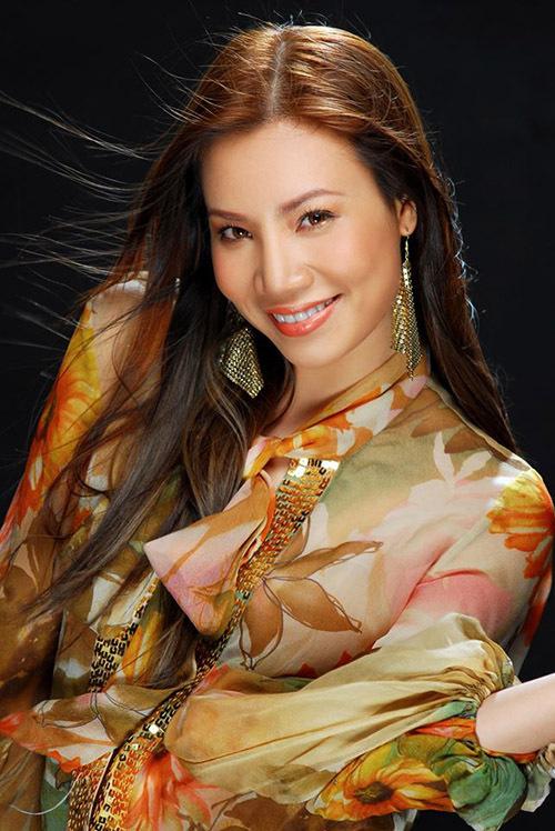 Hồ Quỳnh Hương dịu dàng, nữ tính ở tuổi ngoài 20. Phạm Hoài Nam chia sẻ anh rất thích nét đẹp thuần Việt và thần thái tươi tắn, tràn trề năng lượng của nữ ca sĩ đất mỏ khi đó.