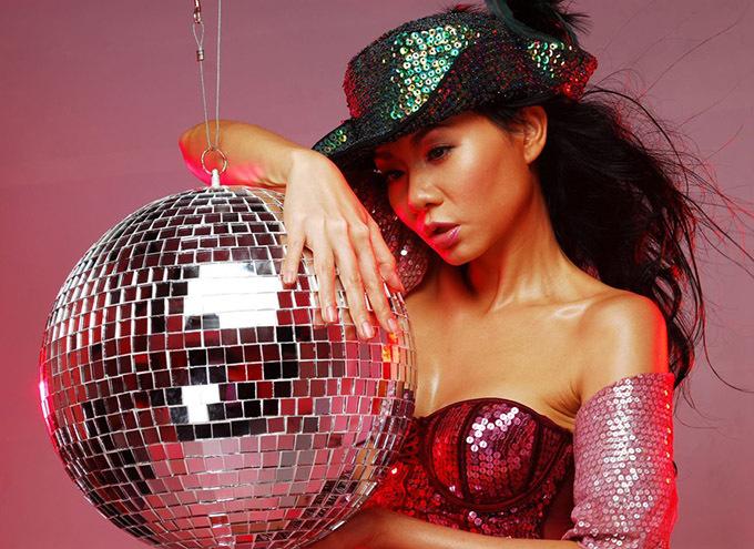 Nữ hoàng nhạc dance Thu Minh trung thành với phong cách sexy từ những năm đầu thập niên 2000.