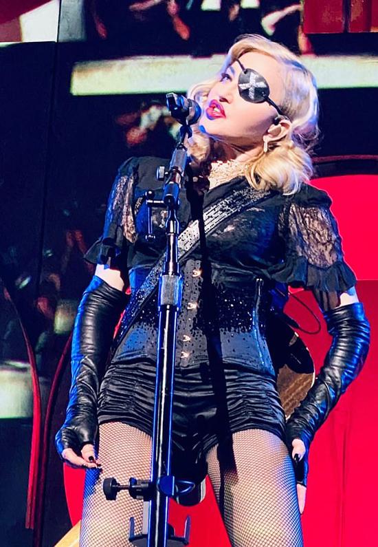 Madonna trong tour diễn Madame X.