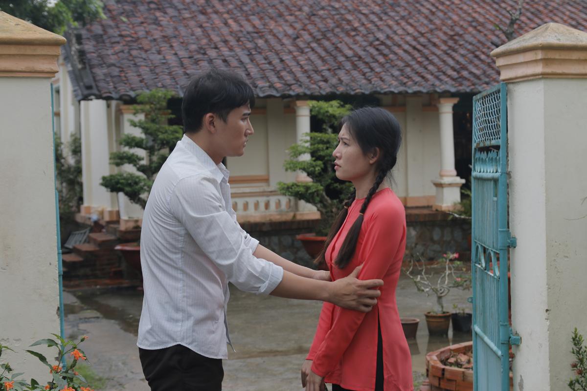 Những ngày còn trẻ, ông Phong (Hà Trí Quang đóng) và bà Diệuyêu nhau say đắm.Tuy nhiên, mối tình đẹp thoáng chốc dở dang vì sự ngăn cấm quyết liệt của mẹ Phong.