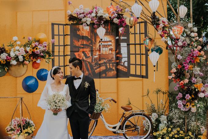 Cặp Tùng - Ân nên duyên vợ chồng vào ngày 2/2 tại Đồng Nai. Cả hai là bạn cùng lớp và đã yêu nhau suốt thời thanh xuân - giai đoạn đẹp nhất của đời người.