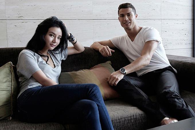 Ngôi sao bóng đá Cristiano Ronaldo khá thân thiết với Kim Lim và từng tới Singapore thăm khi cô sinh con vào năm 2017. Ảnh: Instagram.