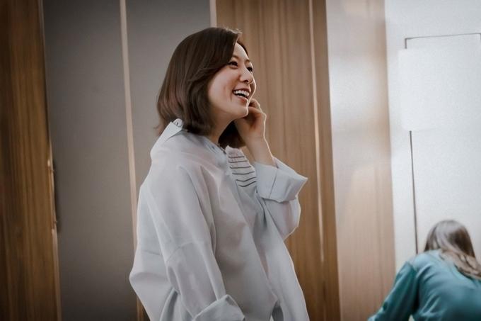 Trên phim luôn bi kịch nhưng ở phim trường, Kim Hee Ae không thiếu những khoảnh khắc cười thả ga.