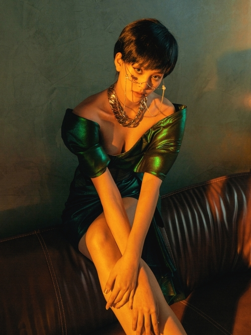 Hoa hậu Tiểu Vy khoe dáng trong các thiết kế của Chung Thanh Phong.