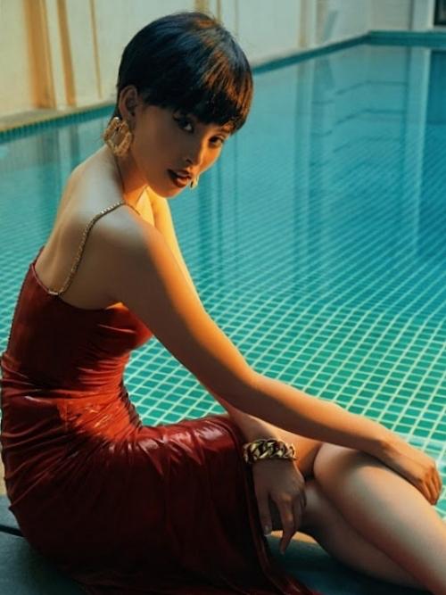 Nhiếp ảnh: Hoàng Phúc, trang phục: Rin by Chung Thanh Phong, trang điểm: Dương Hữu Nghĩa, stylist: Louis Đặng.