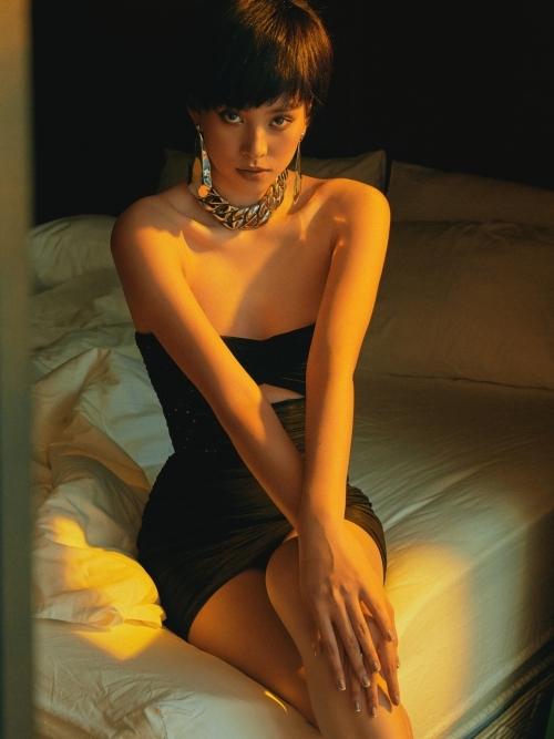 Người đẹp thay đổi hình tượng gợi cảm hơn ở tuổi 20.