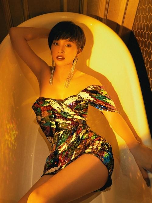 Tiểu Vy sinh năm 2000, quê Quảng Nam và đăng quang Hoa hậu Việt Nam 2018. Cô tiếp tục thi Miss World 2018 và vào top 30.