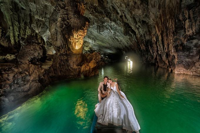 Hình cưới chụp trong động Phong Nha, Quảng Bình.