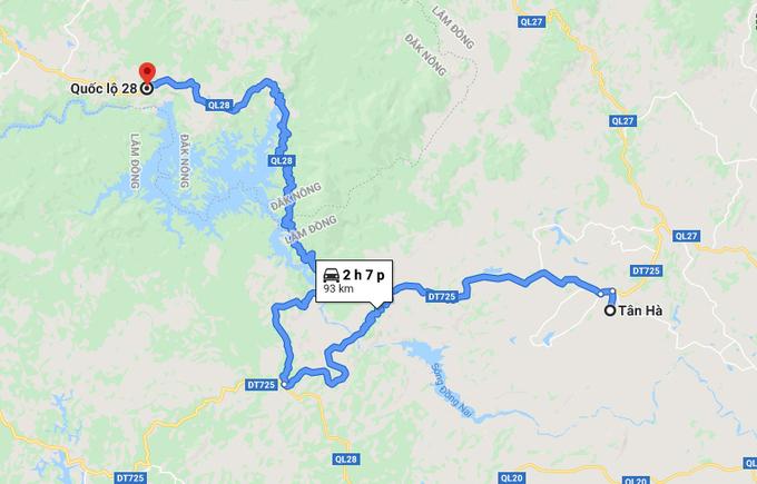 Khu vực ôtô được phát hiện cháy rụi (chấm đỏ) ở xã Đăk Som (huyện Đăk G'Long, Đăk Nông) cách nhà ông Minh ở xã Tân Hà (huyện Lâm Hà, tỉnh Lâm Đồng) gần 100 km. Ảnh: Google Maps.