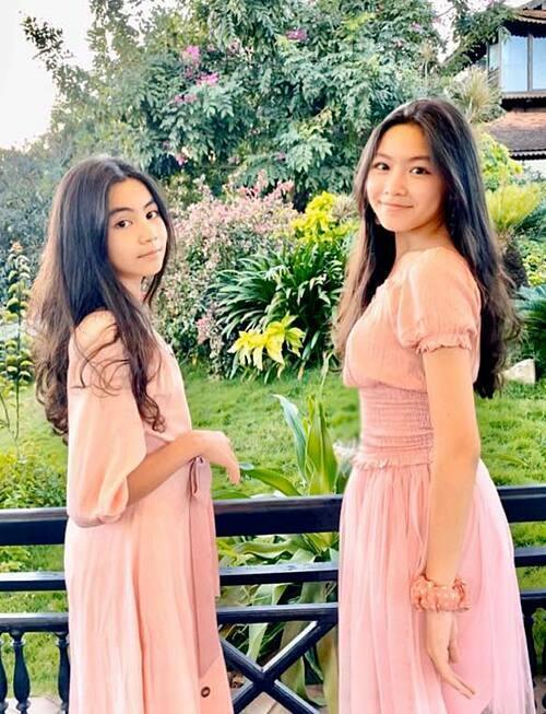 Hai con gái nhà MC Quyền Linh ngày càng ra dáng thiếu nữ xinh đẹp.