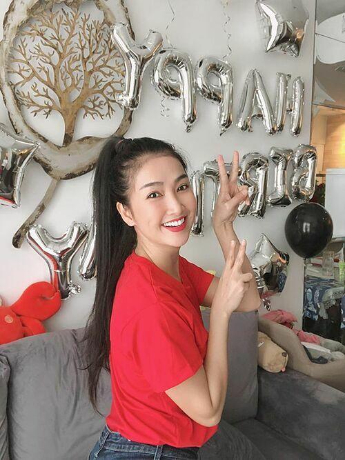 Chúc cho mình mãi luôn tươi trẻ, đóng phim thật hay để mọi người yêu mến mình nhiều hơn, diễn viên Quỳnh Lam nhắn nhủ bản thân trong ngày sinh nhật.
