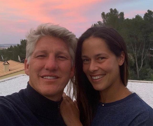 Tiền vệ một thời của tuyển Đức Bastian Schweinsteiger ca ngợi bà xã Ana Ivanovic là người vợ tuyệt vời nhất nhân dịp Ngày của Mẹ. Cặp sao kết hôn năm 2016 và đã có hai con trai.