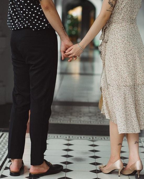 Vùng khuỷu tay, cổ chân cũng được con gái đại gia Minh Nhựa tận dụng tối đa để thể hiện sở thích, cá tính của bản thân.