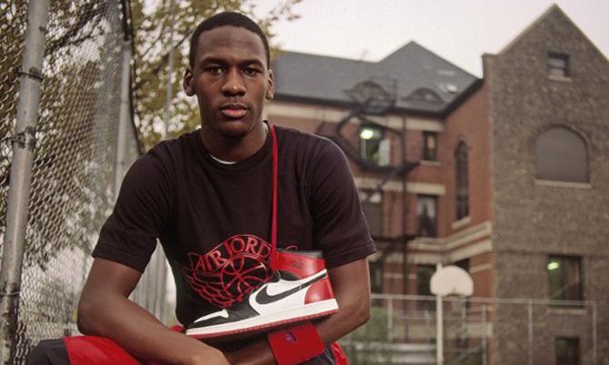 Michael Jordan trong chiến dịch quảng bá mẫu giàyAir Jordan hợp tác với Nike năm 1984. Ảnh: Nike.