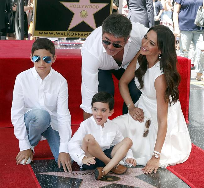 Lauren có con trai 6 tuổi Eric với Simon Cowell. Người đẹp 42 tuổi cũng là mẹ của cậu con trai 14 tuổi từ cuộc hôn nhân cũ với triệu phú bất động sản Andrew Silverman.