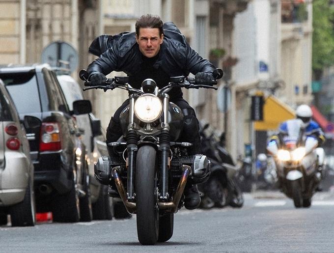 Tom Cruise quay Điệp vụ bất khả thi 6 trên đường phố Paris, Pháp cách đây ba năm.