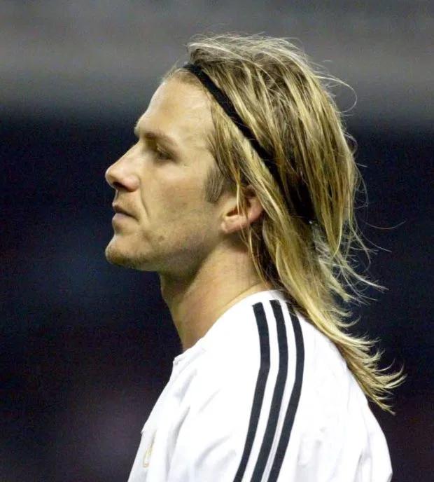 Trong màu áo Real, cựu tiền vệ Anh cũng để nhiều kiểu đầu, trong đó kiểu để tóc dài đeo băng đô.