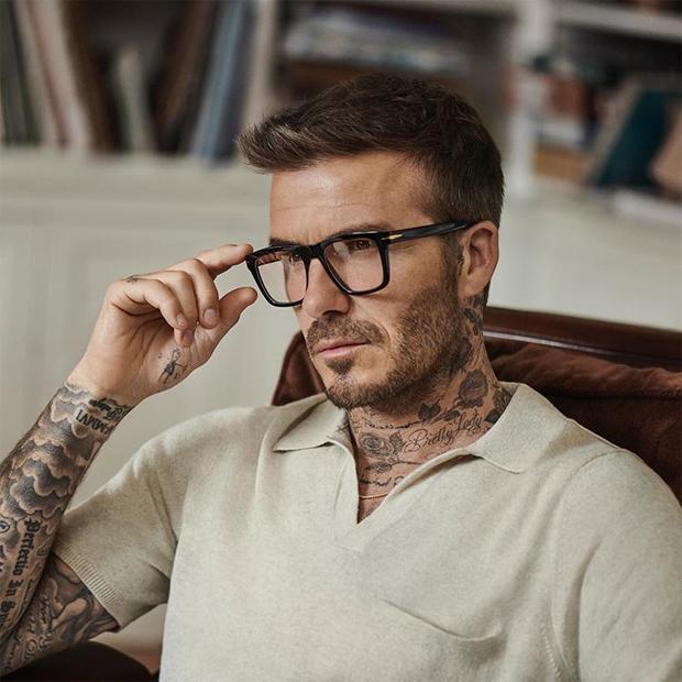 Hồi tháng 1, cựu thủ quân tuyển Anh vẫn được khen trẻ trung, đầy sức hút trong bộ ảnh quảng cáo kính mắt.