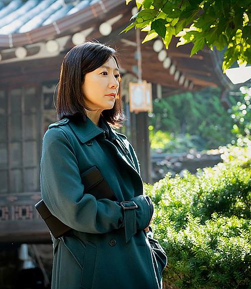 Đồ công sở hàng hiệu của nữ chính phim Hàn 19+