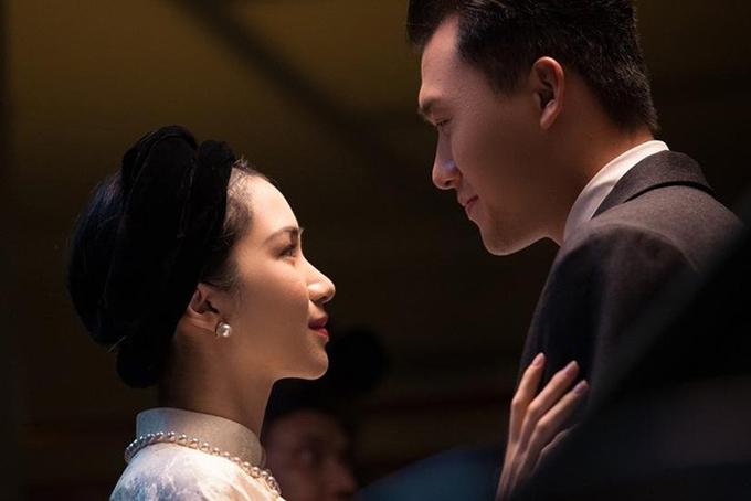 Hòa Minzy trong vai Nam Phương Hoàng hậu còn Xuân Phúc trong vai vua Bảo Đại.