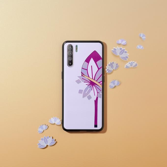 NTK chọn hoa sen trong các sáng tạo dành cho người Việt.