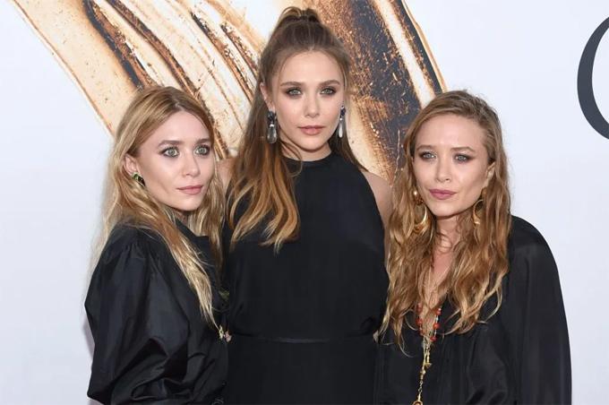 Mary-Kate Olsen (phải) có người em song sinh Ashley Olsen (trái) và chị gái nổi tiếng Elizabeth Olsen. Ảnh: Shutterstock.
