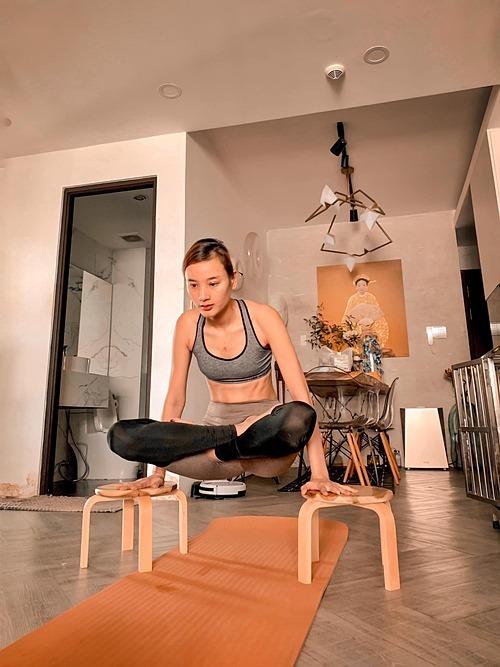 Yoga giúp Thuý thay đổi tính nết rất nhiều, đằm tính hơn, dễ tính hơn, không còn nóng tính hay cáu gắt nhiều nữa. Chồng Thuý còn ngạc nhiên bảo lâu rồi không thấy vợ kiếm chuyện để giận thấy nhớ nhớ nữa. Thuý cũng suy nghĩ mọi chuyện cũng đơn giản hơn, không để bất cứ chuyện gì làm tổn thương bản thân mình nữa, sẽ có buồn vì đó lả cảm xúc, buồn một ngày không hết sẽ hai ngày, một tháng không hết sẽ là hai tháng, nhưng sau đó lại bình yên.Mỗi ngày mỗi già đi nên hãy yêu bản thân mình hơn các bạn nhé, Lê Thúy tâm sự.