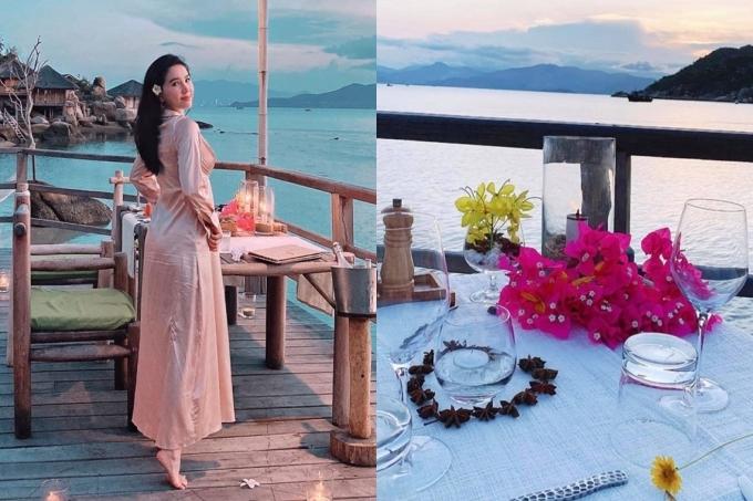 Đến tối, Bảo Thy và chồng thưởng thức bữa tối lãng mạn sát bờ biển với những món ăn được đầu bếp chế biến tại chỗ.