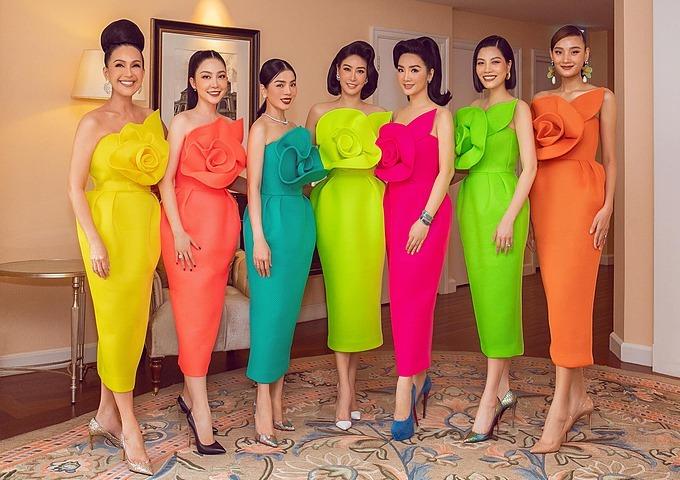 Lê Thuý vui khi được hội ngộ cùng dàn mỹ nhân gồm hoa hậu Hà Kiều Anh, Giáng My, diễn viên Diễm My, Linh Nga... trong thiết kế của Đỗ Mạnh Cường.