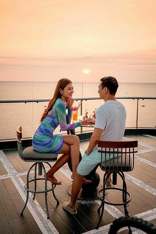 Vợ chồng Chúng Huyền Thanh -Jay Quân tận hưởng không gian lãng mạn khi nghỉ dưỡng ở Phú Quốc.