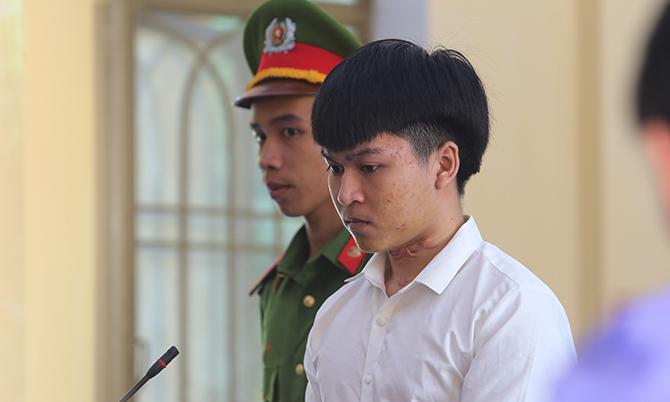 Trần Anh Quốc tại phiên tòa sơ thẩm, sáng 16/5. Ảnh:Sơn Thủy.