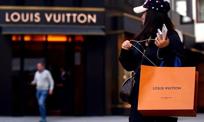 Người Trung Quốc vung tay mua sắm sau chuỗi ngày nhốt trong nhà. Ảnh: Lifestyle.