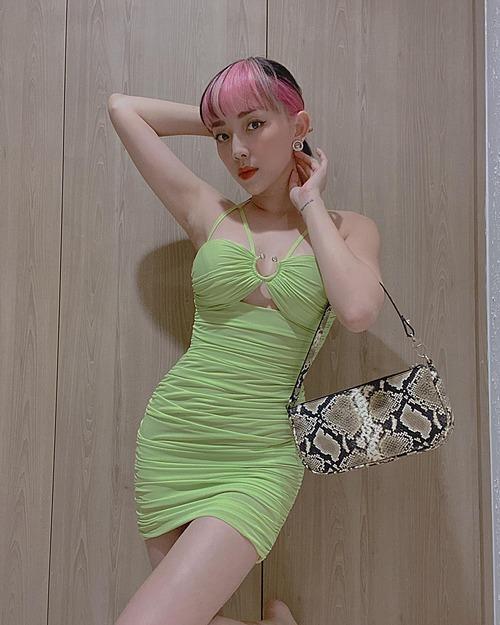 Tóc Tiên diện váy ôm sát tôn đường cong cơ thể.