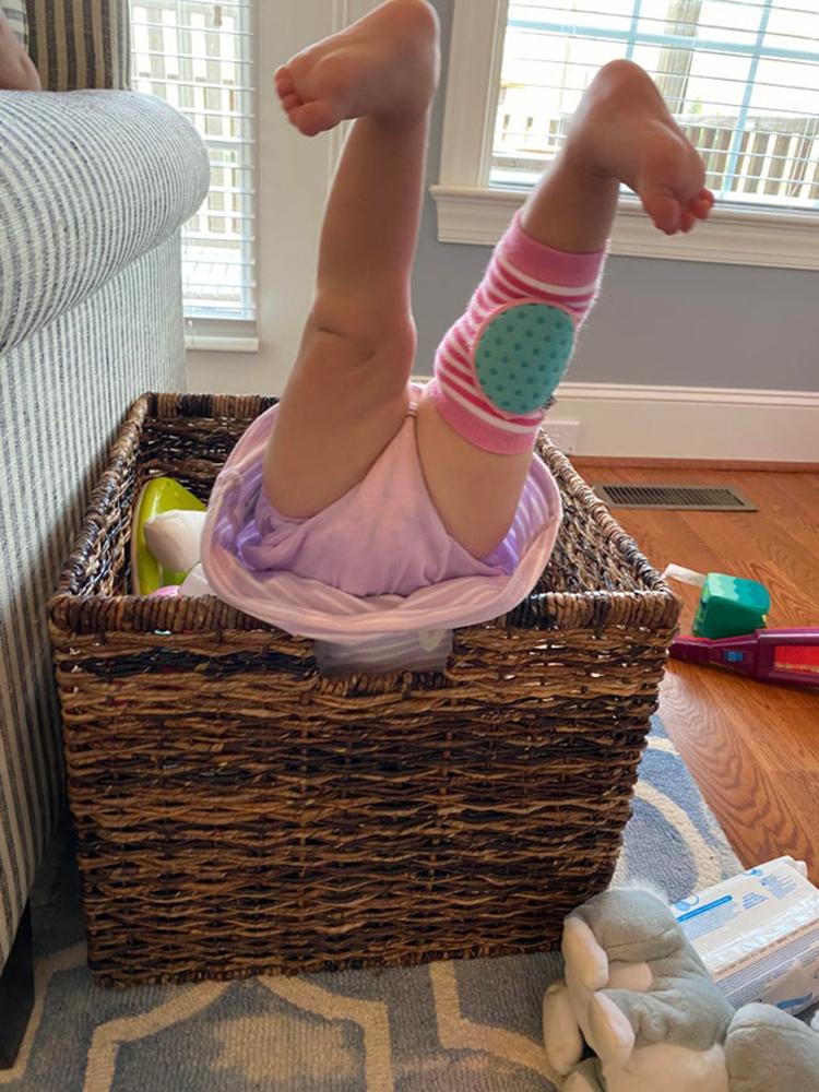 Đây là cách bọn trẻ tìm đồ chơi, khi đã đổ tất cả ra ngoài mà vẫn chưa thấy được thứ chúng muốn.