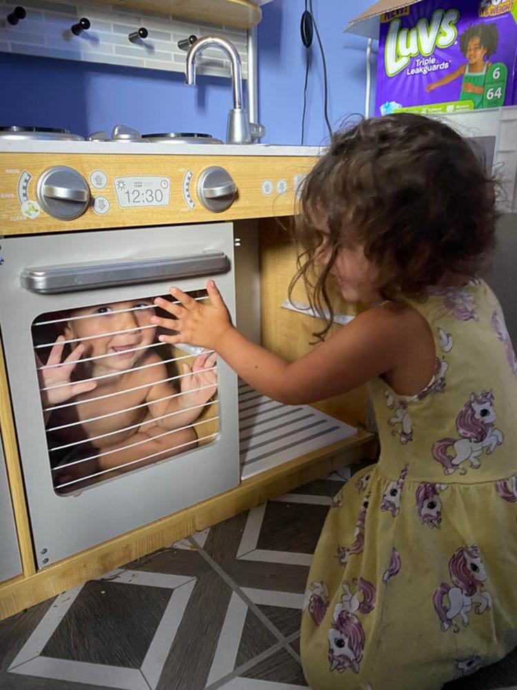 Đôi khi bạn sẽ không thể tìm thấy một đứa trẻ, khi chúng tự chui vào lò nướng.