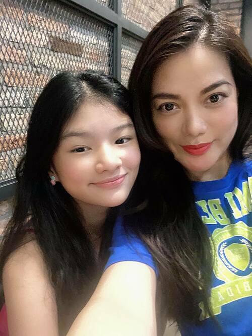 Trương Ngọc Ánh đưa con gái đi nghỉ dưỡng ở Vũng Tàu.