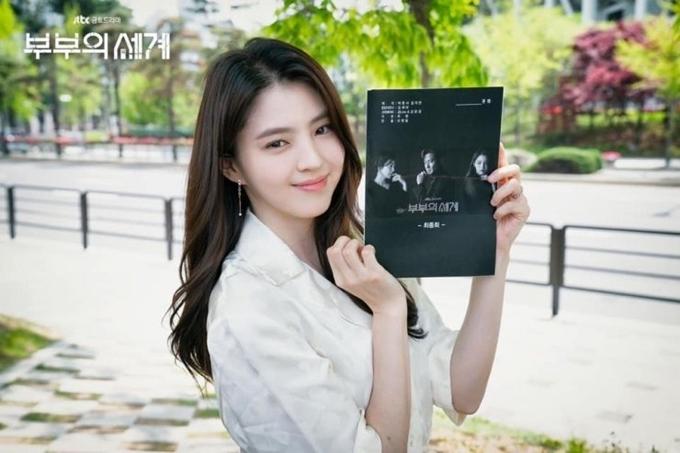 Han So Hee đóng vai tiểu tam Da Kyung.